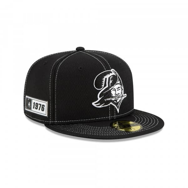 Tampa Bay Buccaneers Throwback 2019 NFL Sideline Black 59FIFTY Fitted Cap Road
